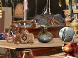 a large marketplace, with many items to be found in Antiques Hunter: Portobello Road